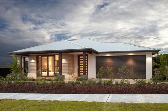 Diseño de fachada de lineas simples con cubiertas a cuatro aguas, el acceso principal está parcialmente cubierta por el techo