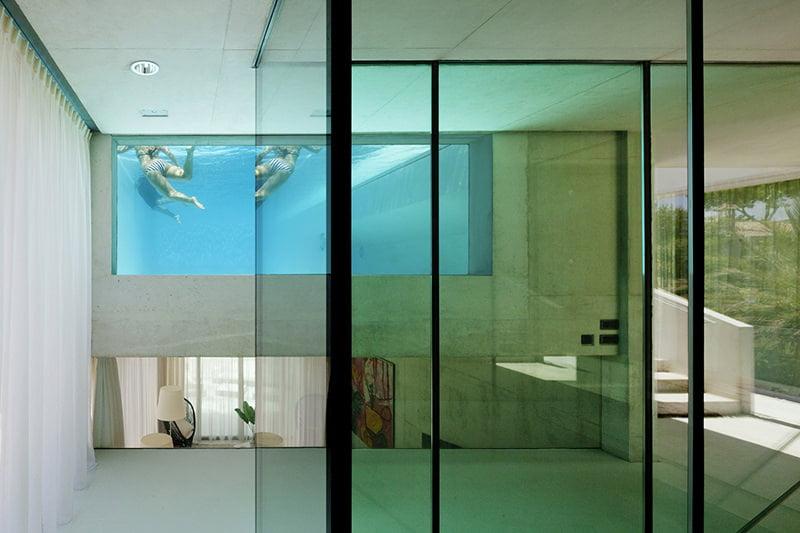 Jellyfish House, una casa con una piscina en su techo transparente | Constructora Paramount