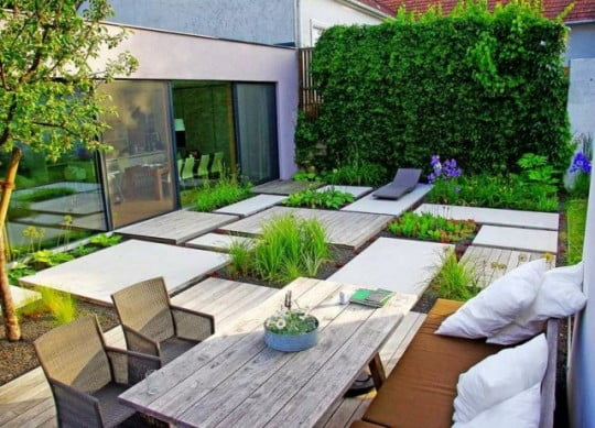 Diseño-jardín-minimalista-con-jardín-vertical