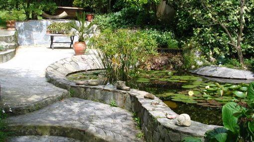 Estanques para jardin beautiful fuentes cascadas y for Estanques artificiales o prefabricados