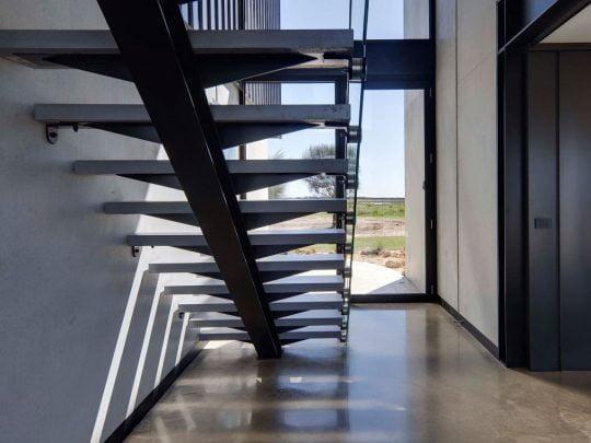 Diseño de Casa Contemporánea de Dos Niveles