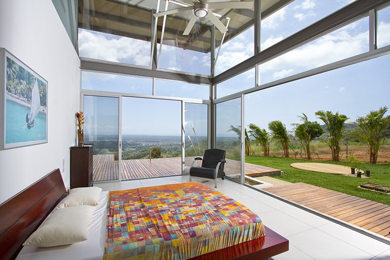 Dormitorio tiene una excelente iluminación natural y visuales hacia la floresta