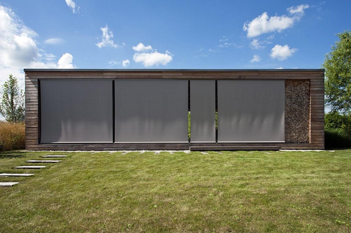 Fachada principal con las cortinas desplegadas