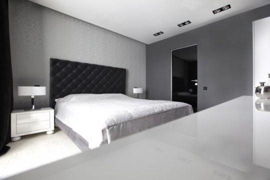 Diseño del dormitorio, como hemos visto anteriormente las paredes también tienen un decorado que sigue el patrón de diseño de las demás zonas del apartamento