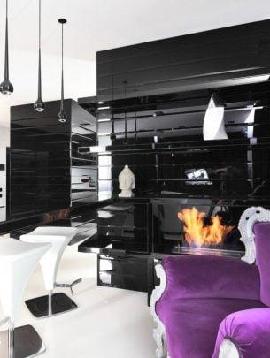 Diseño de la moderna chimenea que se encuentra dentro de una estructura brillante color negro