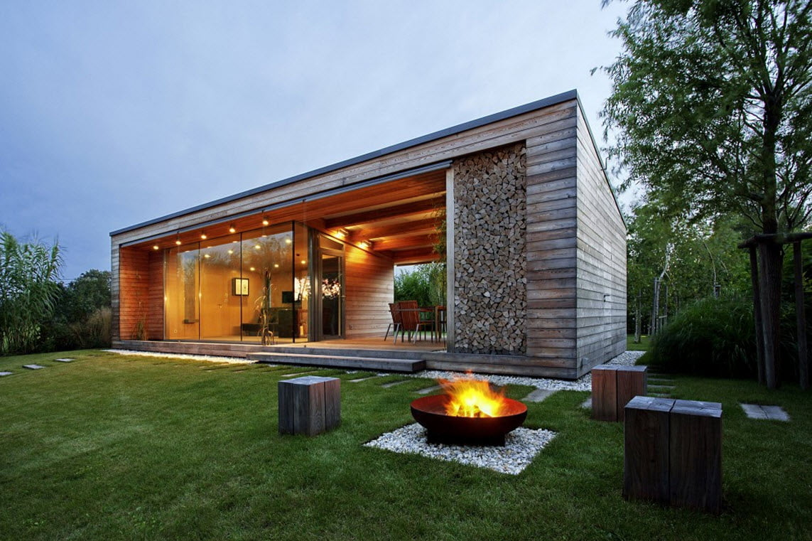 Moderna estructura de la cabaña . Fotos: Tamás Bujnovszky / Diseño: Tóth Project Architect Office