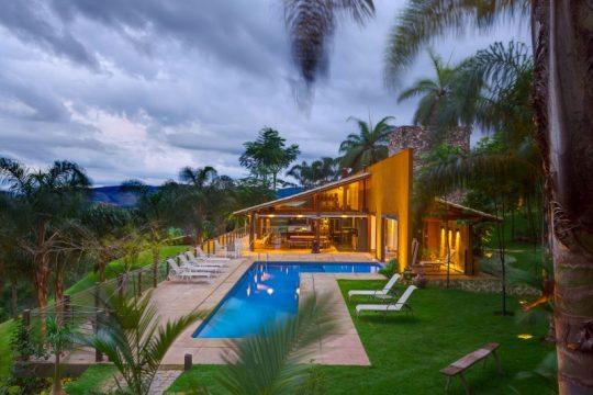 Esta es la principal vista que tiene la casa y hacia donde van las visuales desde la sala y terraza de la casa