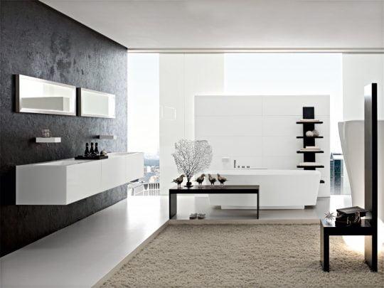 El diseño del mueble del lavatorio es un rectángulo perfecto que se integra muy bien con los espejos de la misma forma geométrica que están sobre el