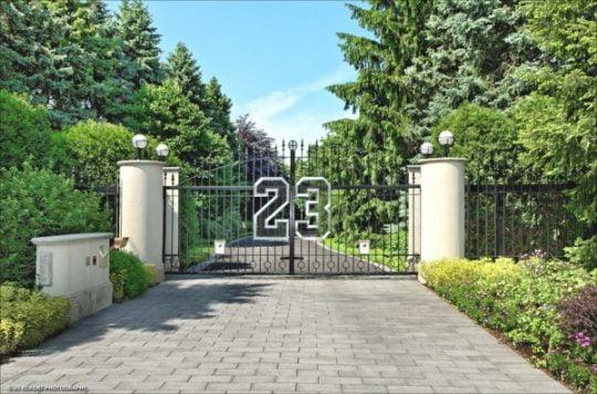 Cerco perimétrico de la casa de lujo de Michael Jordan, el número que lo caracteriza al ingreso de su residencia
