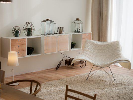 Elección de los sillones y muebles son parte de la sencilla y elegante decoración