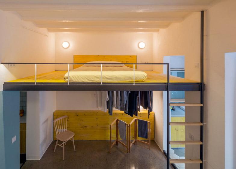 Diseño de cama en el entrepiso (Foto: Nieve / Diseño: Nook Architects) organizar