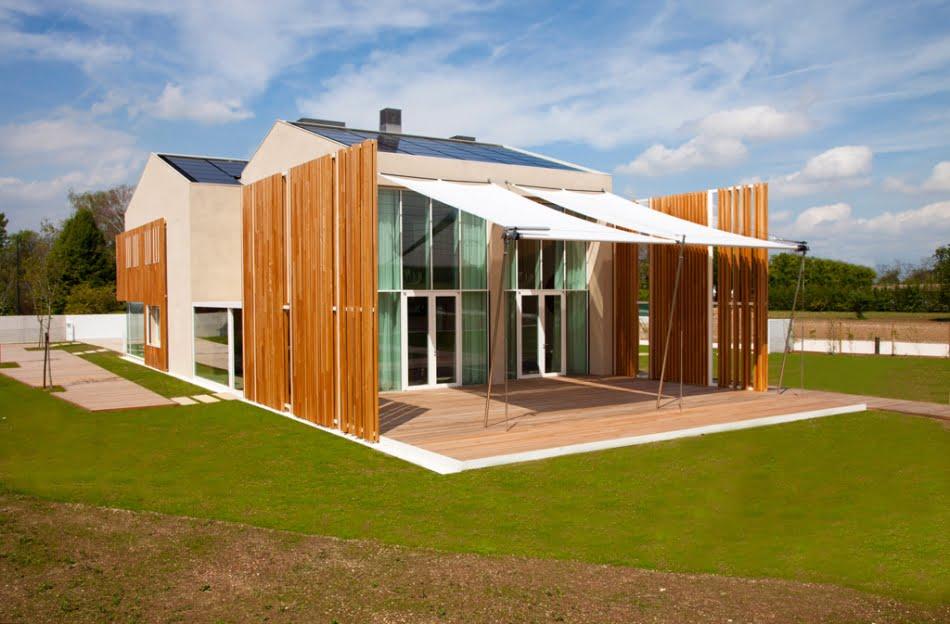 Fachada posterior de la vivienda BioCasa_82 que tiene 117 puntos de 136 según el protocolo estadounidense LEED Plantinum lo que lo convierte en una casa con altos estándares de autosustentabilidad