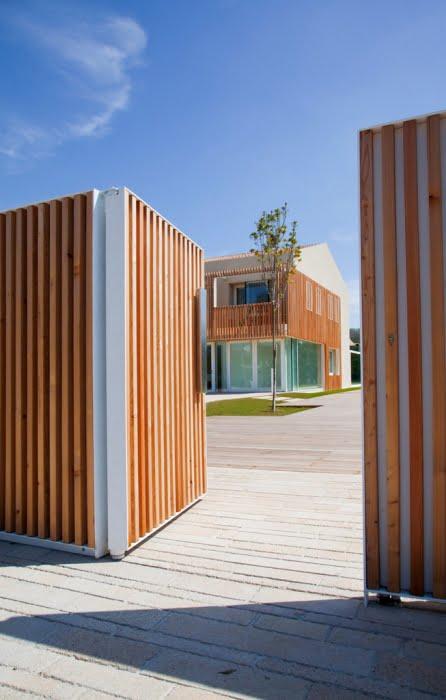 Se ha diseñado un sencillo cerco perimétrico para proteger la vivienda