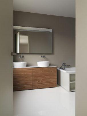 Diseño de cuarto de baño moderno y sencillo