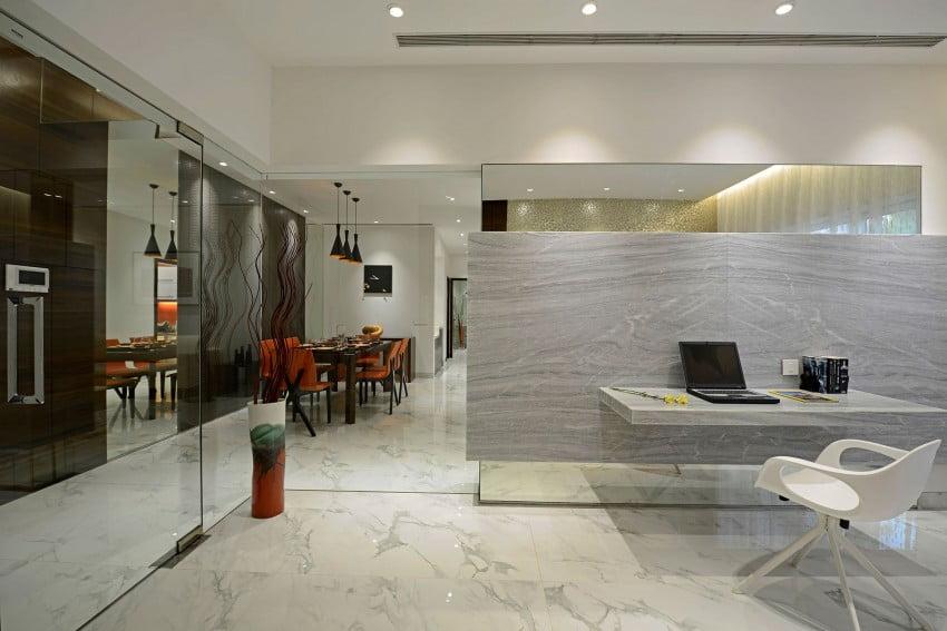 Sencillo diseño del cuarto de estudio (una habitación que podría convertirse en dormitorio haciendo pequeños cambios como hemos visto en los planos)