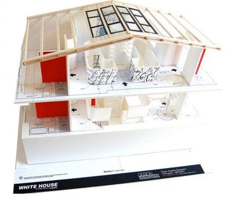La maqueta nos muestra la ubicación de los ambientes de la casa y podemos ver el concepto del eje central que empieza con la claraboya en el techo de la vivienda