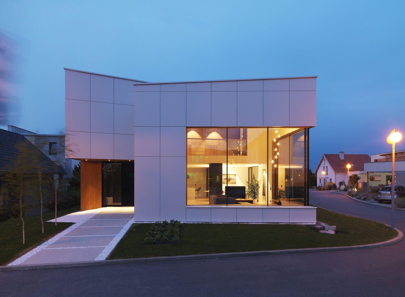 Fachada principal de la casa (Fotos: Matevž Paternoster / Diseño: Sono Arhitekti)