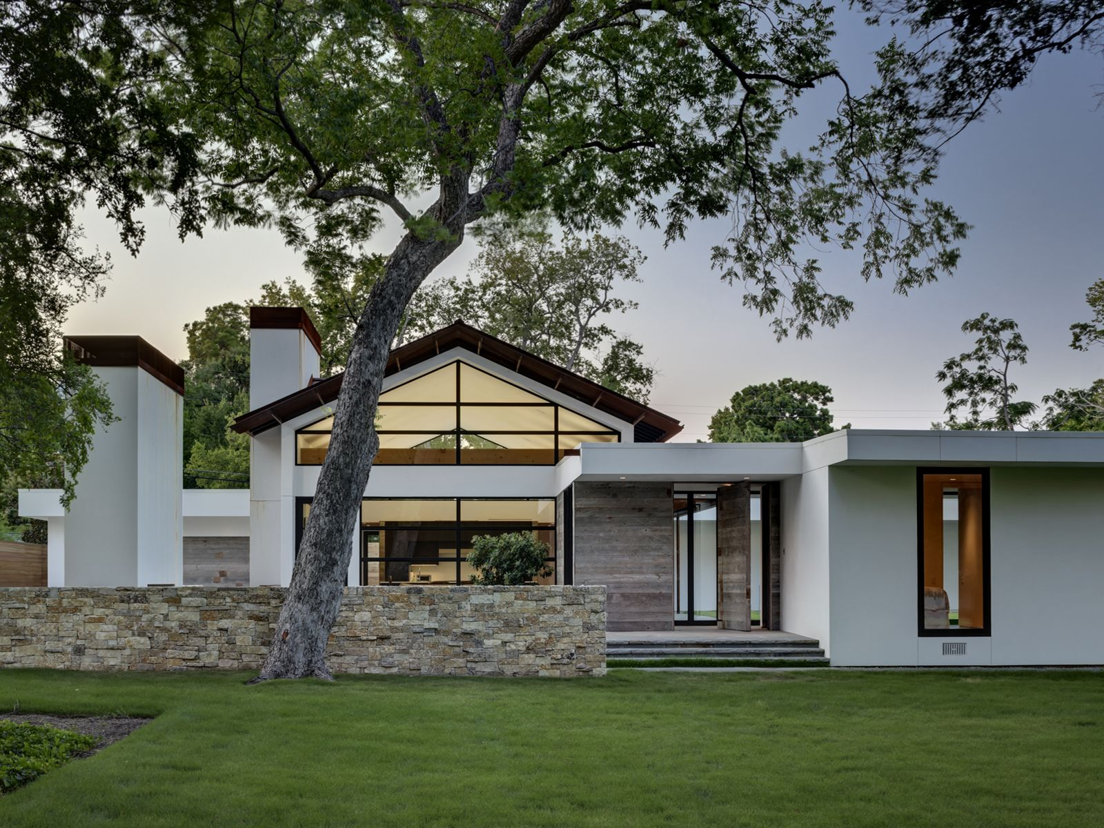 Fachada principal de la casa   Diseño y fotos: Wernerfield Architects