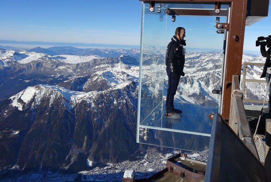 ¡Cuidado donde pisas!: Maravillosas vistas con suelos de cristal en las alturas. | Constructora Paramount