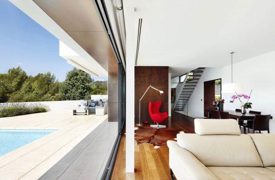 Vista del interior y exterior de la casa de la zona social
