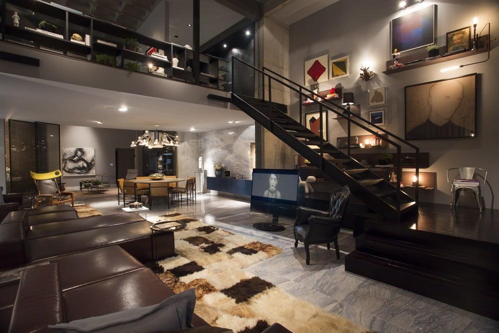 Decoración de la sala comedor del apartamento, los espacios abiertos han sido correctamente delimitados con una serie de elementos como el juego de muebles e incluso la alfombra (Diseño: CASAdesign Interior)