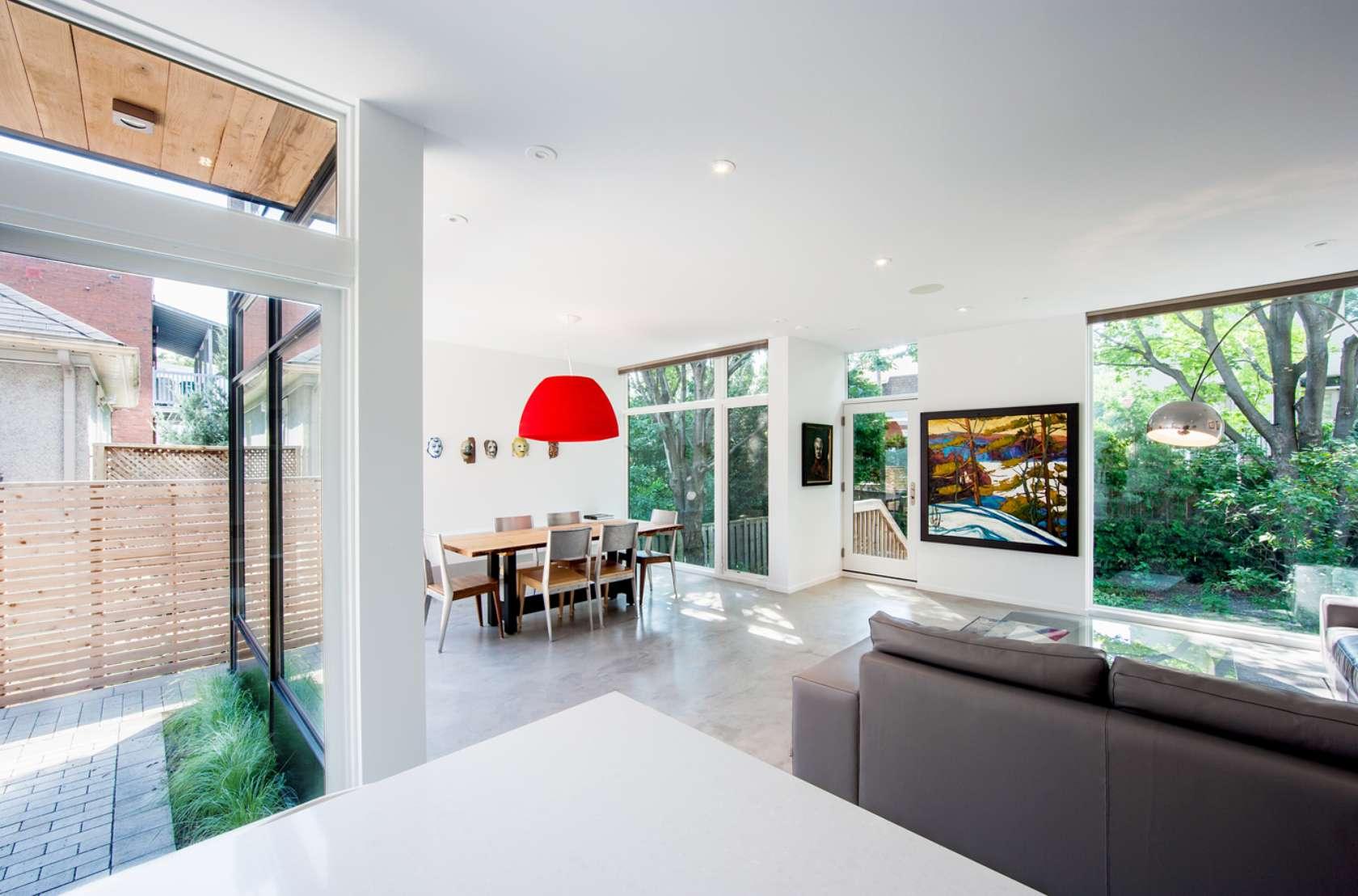 casa de 2 plantas con fachada de madera | constructora paramount