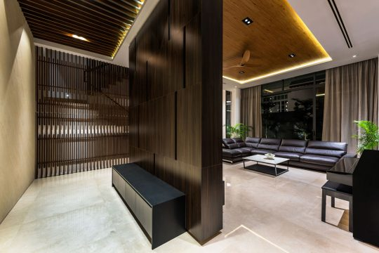 Cálido y lujoso diseño de interiores de la sala