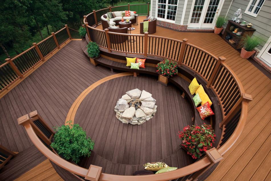 En un espacio se han podido crear dos terrazas gracias al diseño circular (Trex)