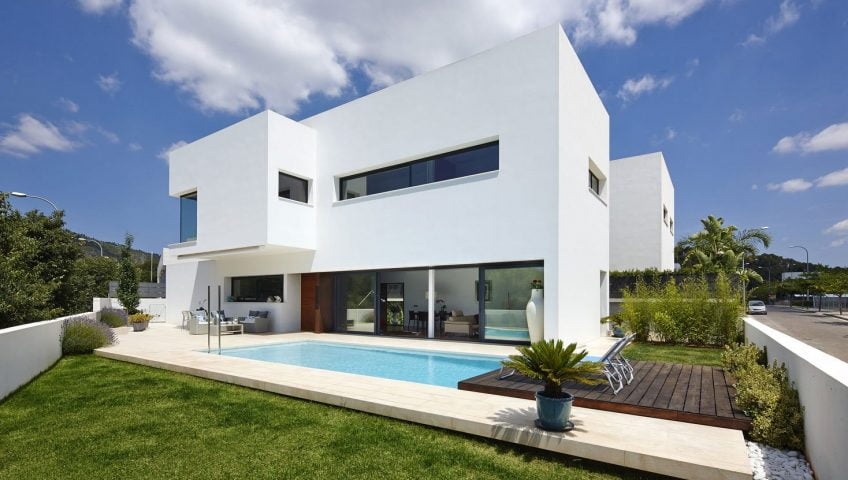 Estructura exterior destaca por su sencilla y equilibrada volumetría (Foto: José Hevia / Diseño: Alfonso Reina)