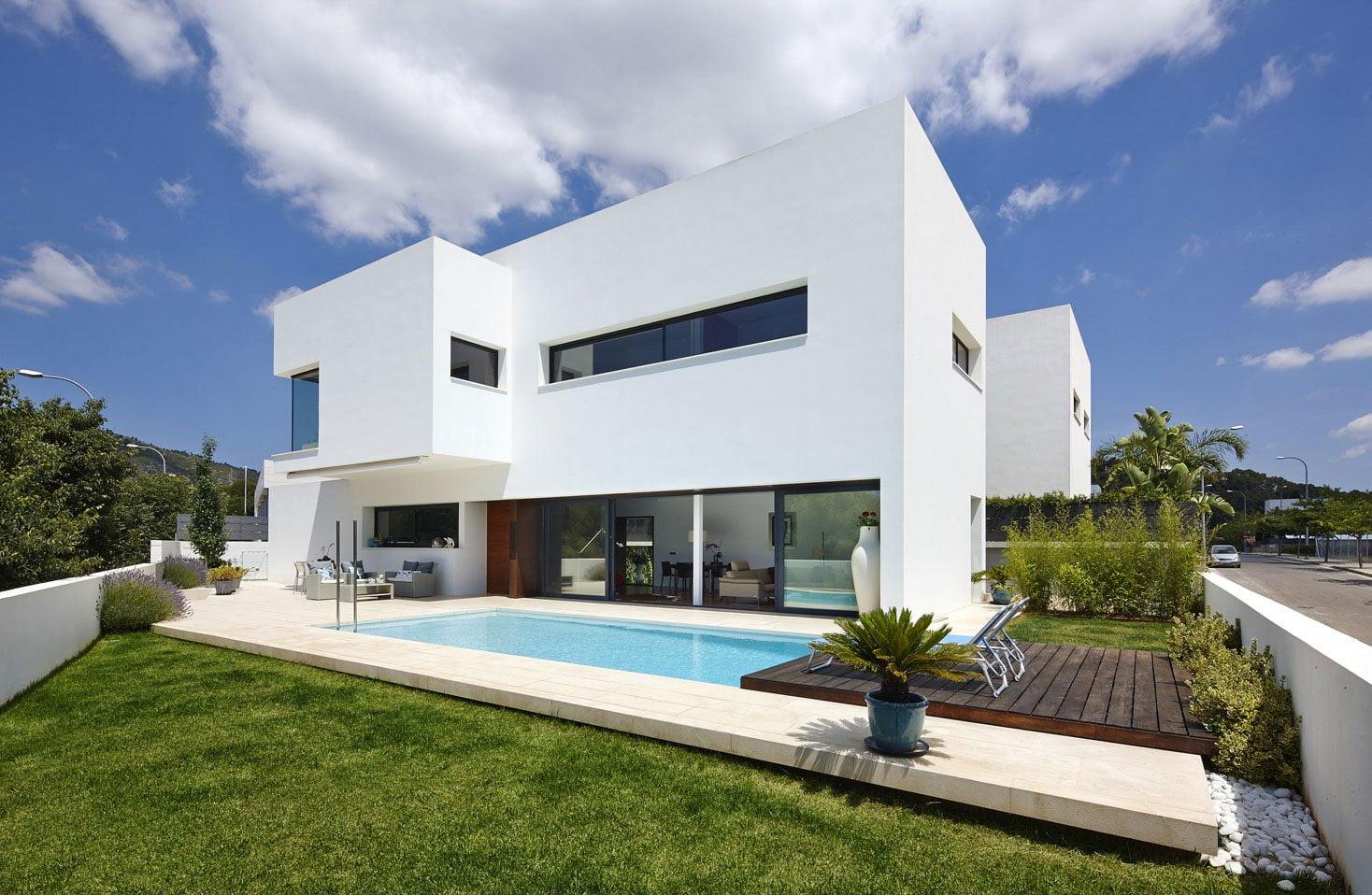diseño de casa de 2 niveles con piscina - constructora paramount