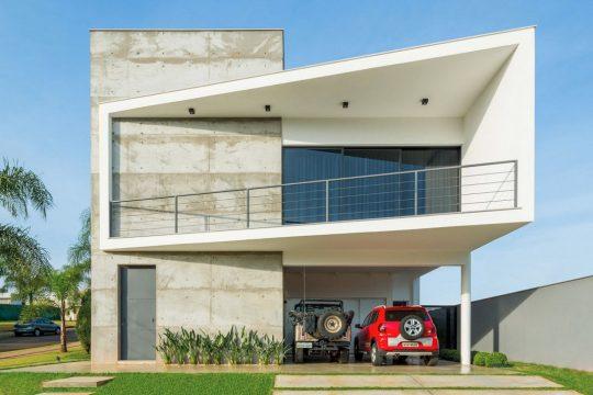 Fachada de la vivienda construida en hormigón (Fotos: R.R.Rufino / Diseño: Studio Fabrício Roncca)