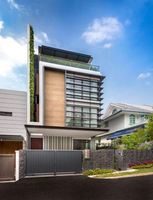 Fachada principal de la casa – Diseño: ADX Architects Pte Ltd   Fotos: Edward Hendricks