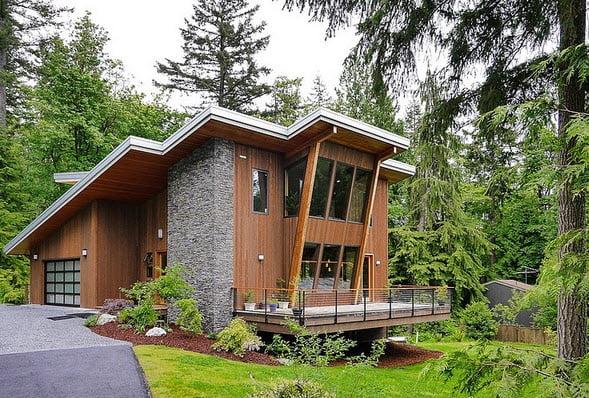 Perfil de casa en la montaña, exterior de madera y piedra