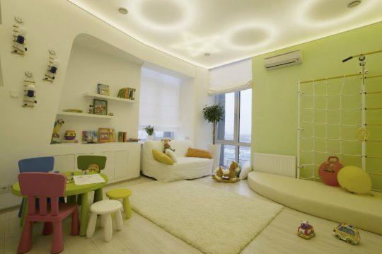 El techo del dormitorio de los niños se ilumina siguiendo diferentes patrones
