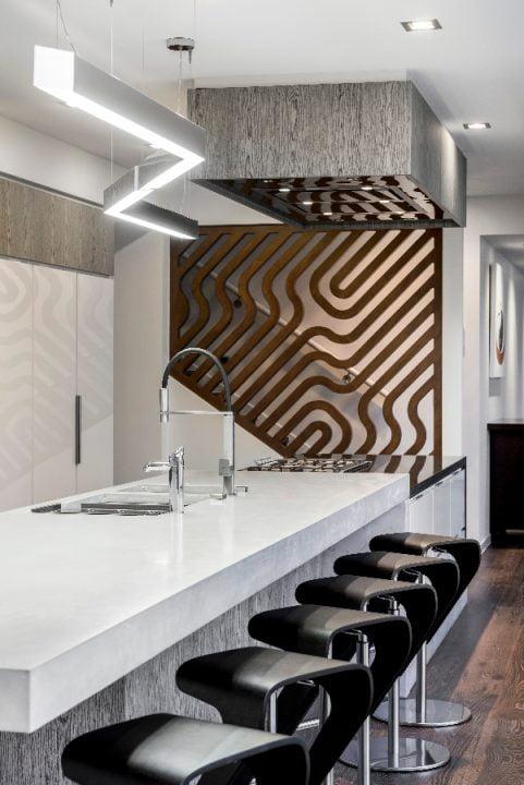 Diseño de los muebles y taburetes de la cocina