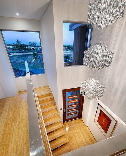 Diseño de interiores de casa contemporánea (detalle del acceso principal)