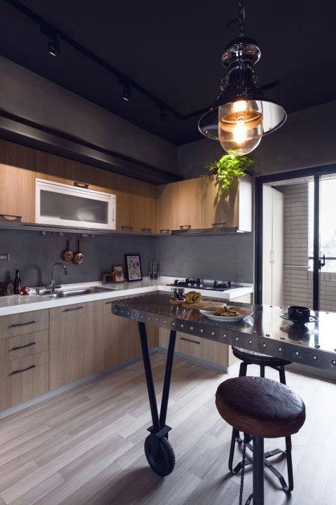 Diseño de cocina con isla de estilo industrial