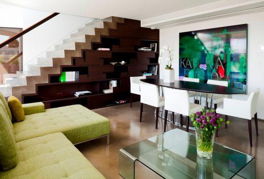 Diseño de escaleras con estantería, ideal para departamentos y/o como  punto decorativo  (capsuledesigns)