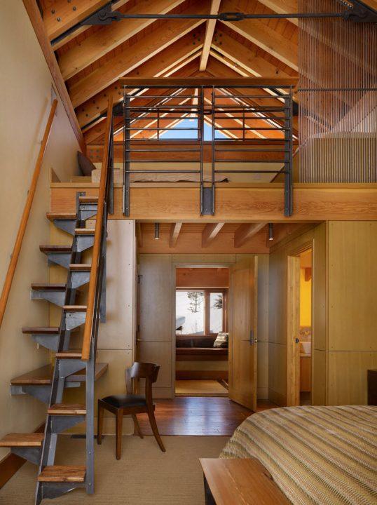 Diseño de escaleras ideal para casas pequeñas combina una fuerte estructura de acero y peldaños de madera (Krannitz Gehl Architects)
