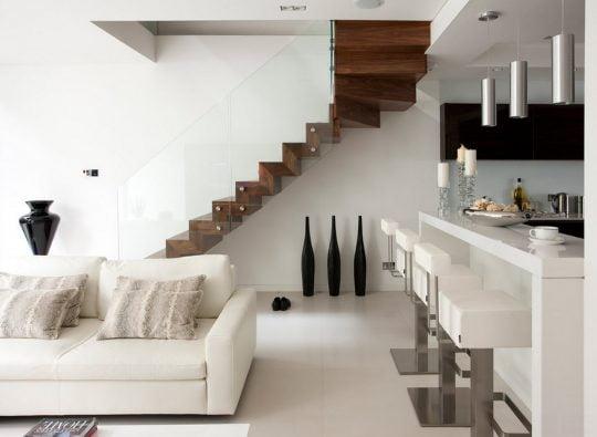 Éste modelo se esta convirtiendo en muy popular en casas modernas, aquí se muestra haciendo contraste con el color blanco de las paredes (Elite Metalcraft )
