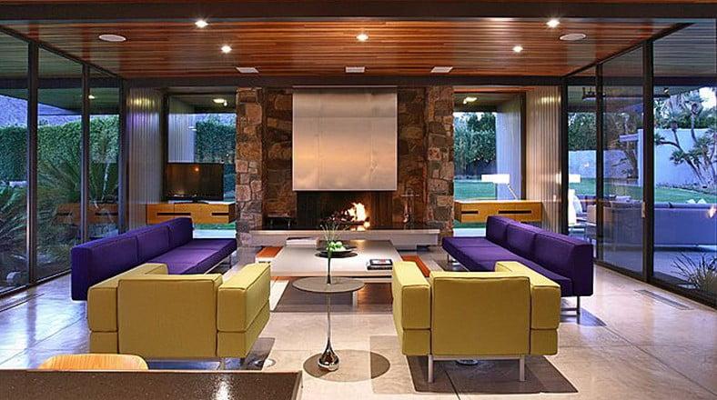 El diseño de interiores de la casa destaca por tener un aire juvenil en cada rincón, se empelaron colores como el púrpura y el amarillo en tono bajo para los muebles