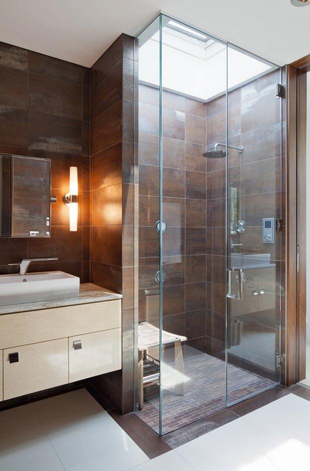 Diseño de cuarto de baño con cerámica marrón