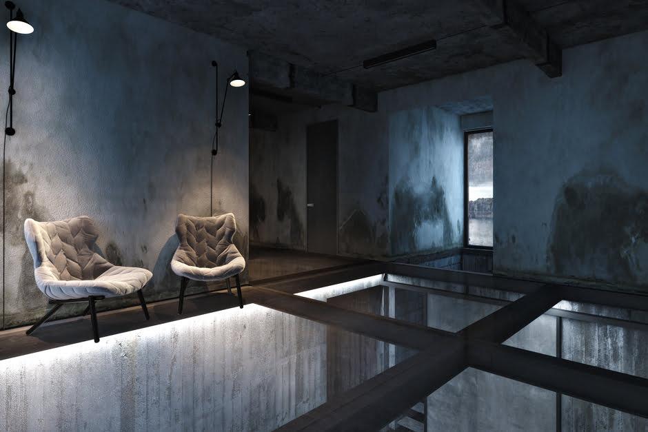Piso traslúcido enmarcados en vigas de acero, las paredes en cemento pulido que tiene la característica de parecer que tiene filtraciones de agua, todo es parte del diseño industrial que le ha aplicado el arquitecto Igor Sirotov
