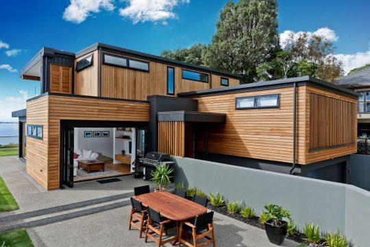 Vista de perfil frontal de la moderna casa