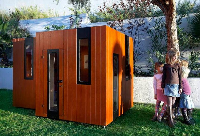 Exterior de madera, un diseño clásico de casa para niños