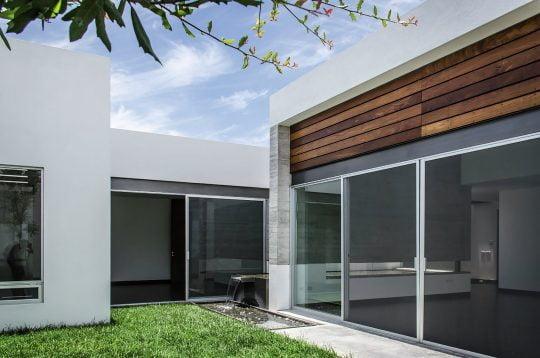 Diseño del jardín interior (fondo de la casa)