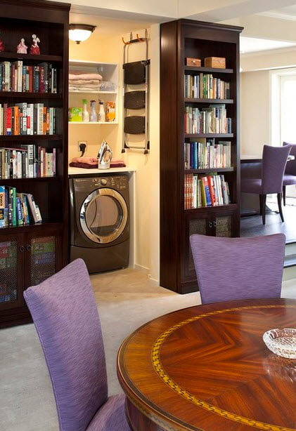 En pequeños apartamentos se puede diseñar un espacio detrás del lugar menos pensado, oculto claro, como zona de servicios en éste caso una lavandería (Imagen: Houzz)