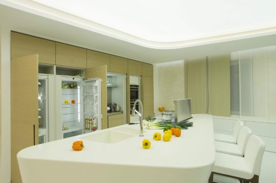 La moderna cocina en pleno funcionamiento