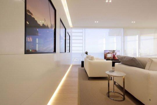 Diseño de pared retro iluminada de la sala