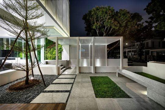 Terraza – jardín en fachada principal
